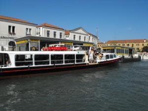 Venetia-Vaporetto in statie
