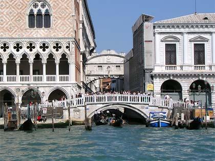 Podul Suspinelor Venetia (vedere din exterior)